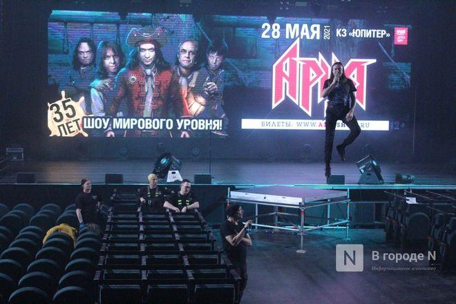Вокалист «Арии» продемонстрировал нижегородцам полет над залом «Юпитера» - фото 26
