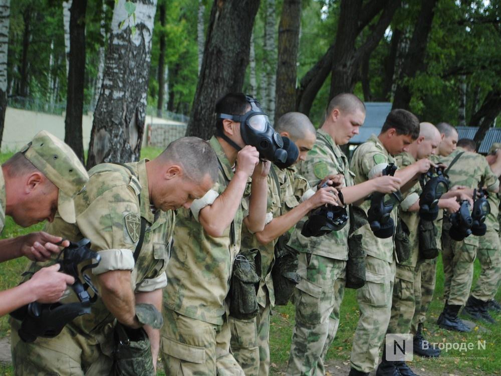 «Оценка огнеметчикам — «пять». Как нижегородские росгвардейцы учатся стрелять из «Шмеля» - фото 5