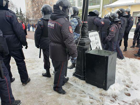 ОМОН перекрыл территорию на Большой Покровской из-за митинга - фото 5