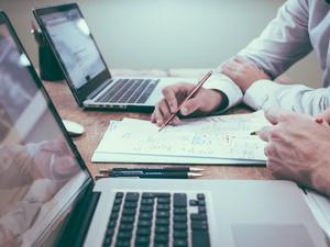 Банк УРАЛСИБ запустил сервис для бизнеса по работе с самозанятыми