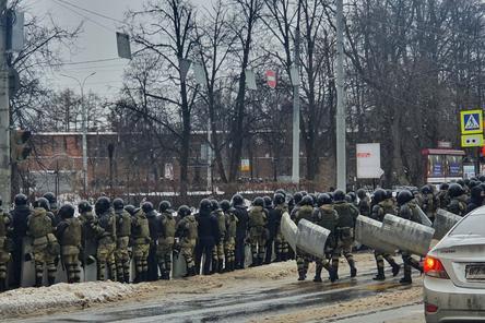 Силовики  вытеснили митингующих с площади Минина и Пожарского