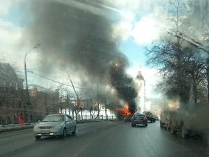 В загоревшейся на Зеленском съезде маршрутке ехали 20 человек