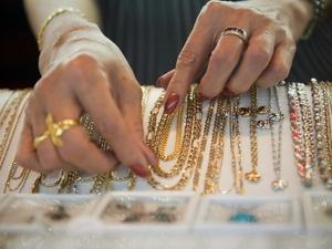 Роспотребнадзор объяснил, как отличить золотое украшение от подделки