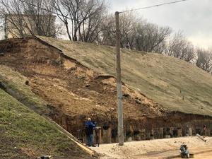 Работы по укреплению склона на Похвалинском съезде планируется завершить к концу мая