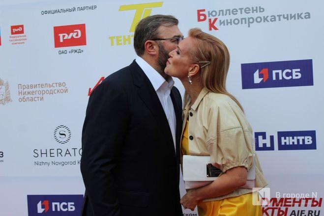 Маски на красной дорожке: звезды кино приехали на «Горький fest» в Нижний Новгород - фото 43