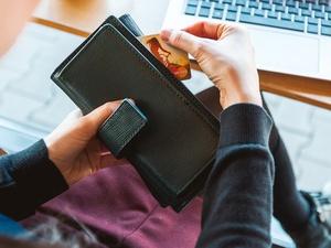 5 суперспособностей банковских карт: почему не выгодно держать деньги в кошельке