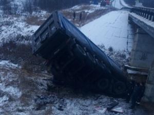 В Вачском районе тело водителя большегруза зажало в обломках кабины