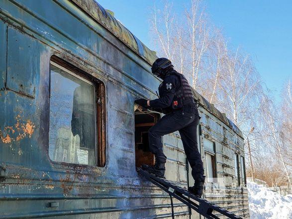 Штурм поезда и трюки в воздухе: как работают нижегородские спецподразделения - фото 8