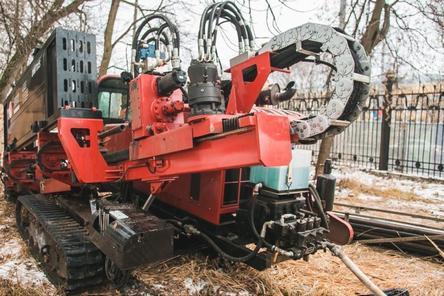 Кольцевой водопровод прокладывают в парке «Швейцария» бестраншейным способом
