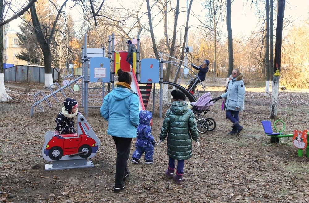 Детскую площадку за 400 тысяч рублей поставили на улице Ошарской