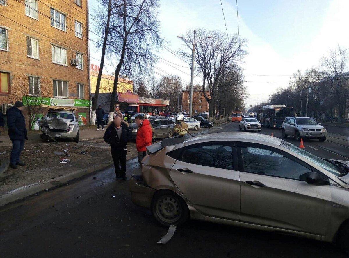 Пьяный водитель устроил «бильярд» на Бекетова с другими авто вместо шаров - фото 2