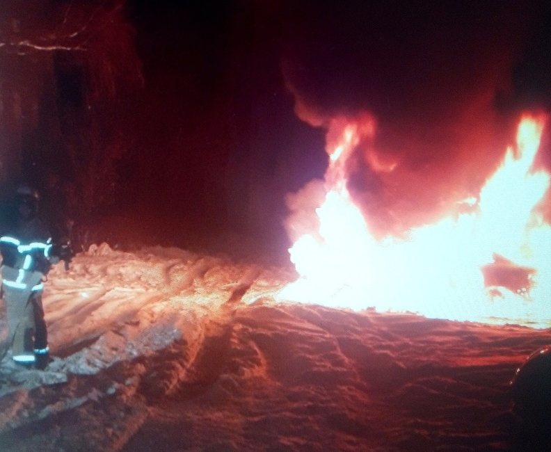 Неизвестные на квадроциклах подожгли иномарку в Дзержинске - фото 1