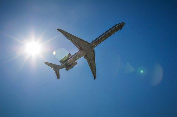 Почему в самолет запрещено брать жидкости? - фото 2