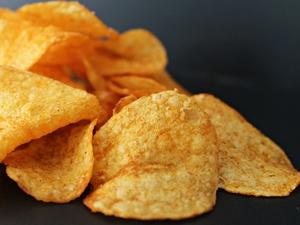 Шесть опасностей чипсов, которые приводят к проблемам со здоровьем
