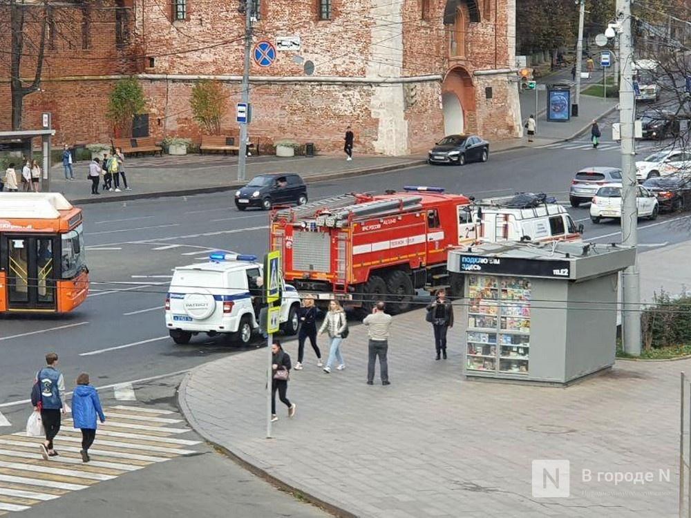Службы экстренного реагирования прибыли к фонтану на площади Минина и Пожарского - фото 1