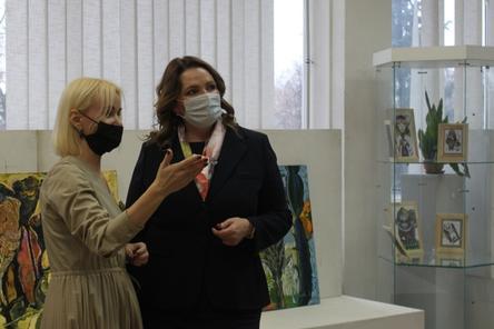 Первый зампредседателя Заксобрания на выставке ННГАСУ