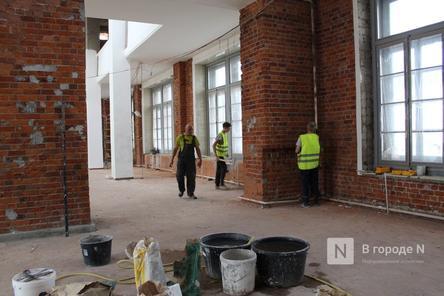 Исторический лифт и окна в здании нижегородской фабрики «Маяк» восстановят к августу