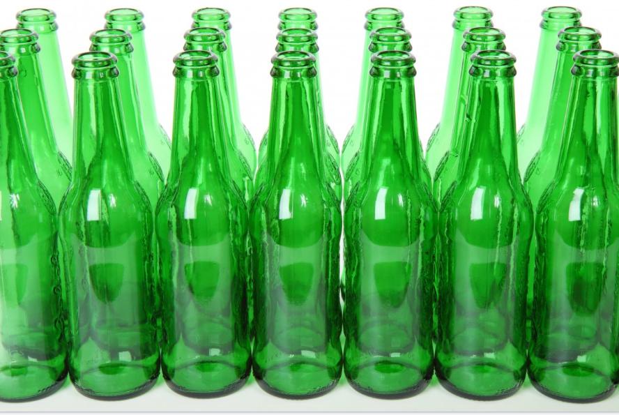 Россияне смогут снова сдавать пустые бутылки в магазины - фото 1