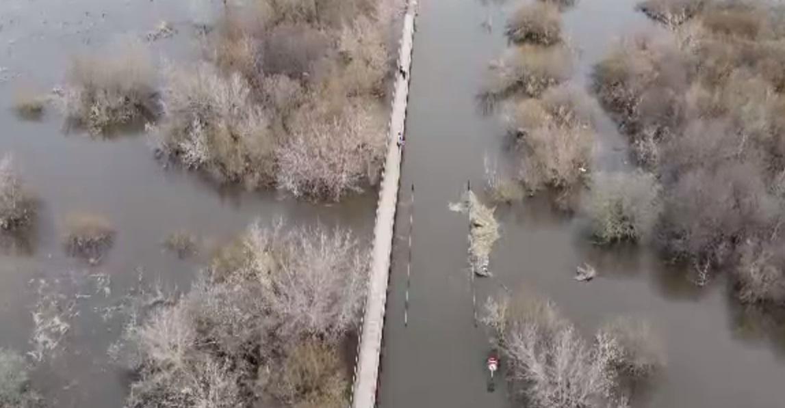 Появилось видео затопленного моста в Кстовском районе - фото 1