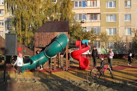 Детская площадка и арт-объект появились на улице Школьной в Автозаводском районе
