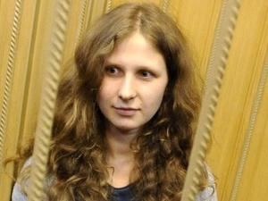 Нижегородская колония подала в суд на участницу Pussy Riot и «Собеседник»